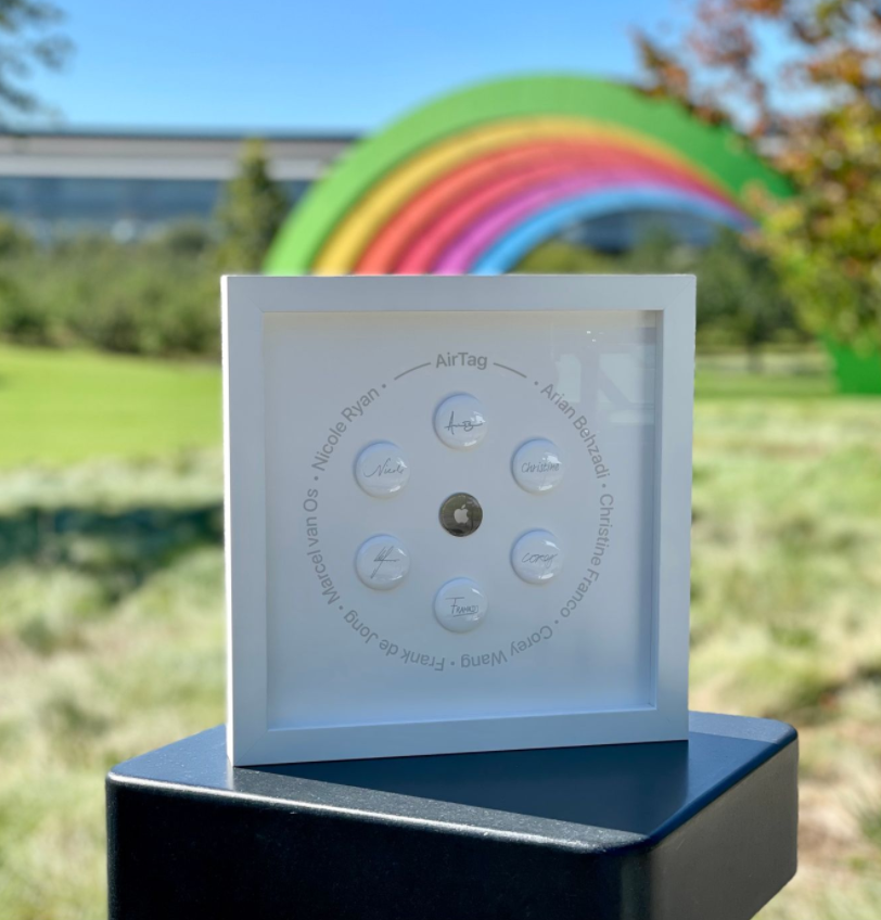 """Apple 2021 """"Close Your Rings"""" challenge gift, designers of AirTag receive custom display"""
